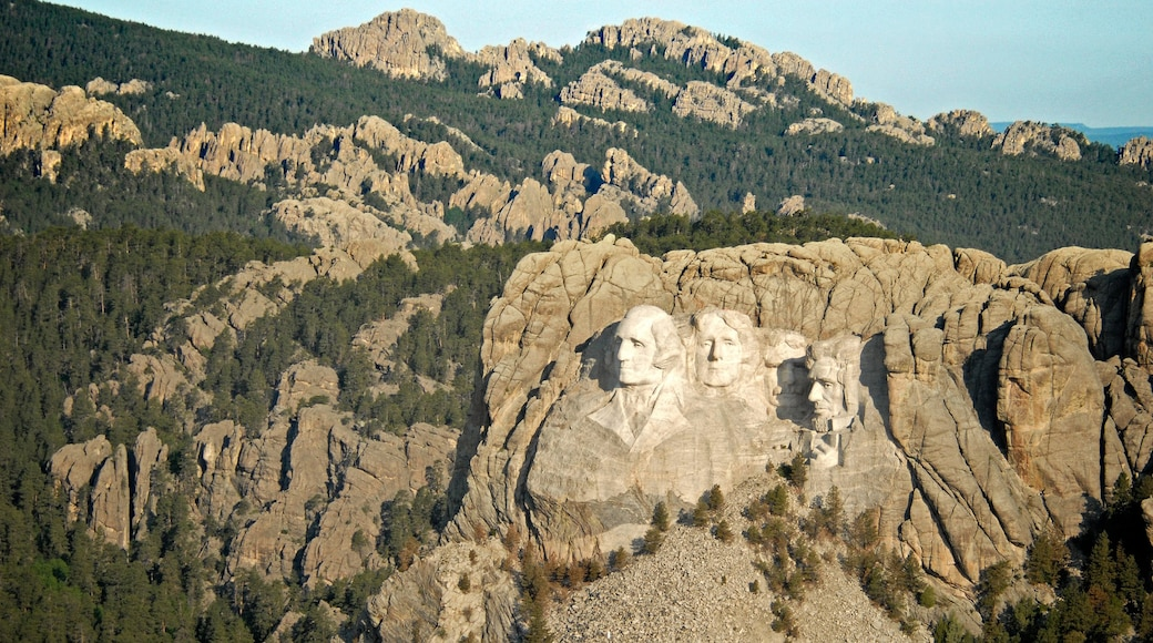 Mount Rushmore showing a monument and mountains
