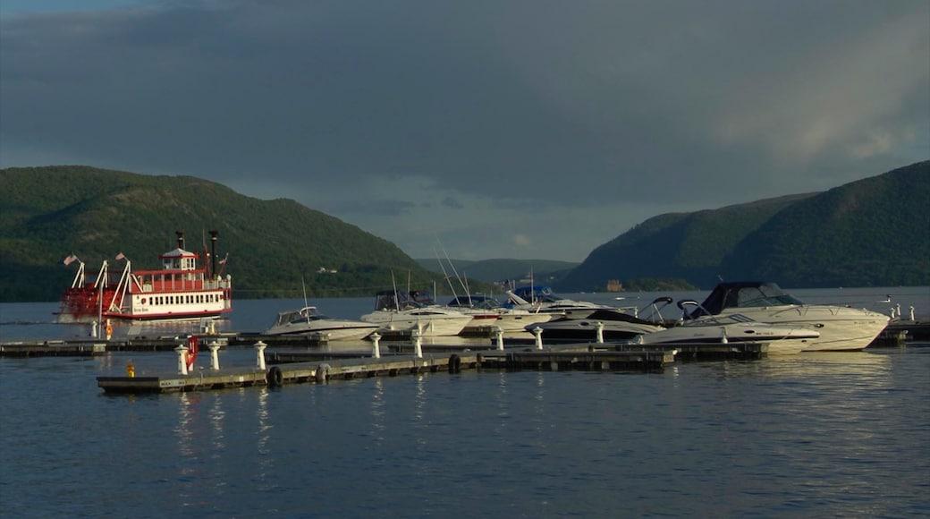 Newburgh som visar berg, en hamn eller havsbukt och båtkörning