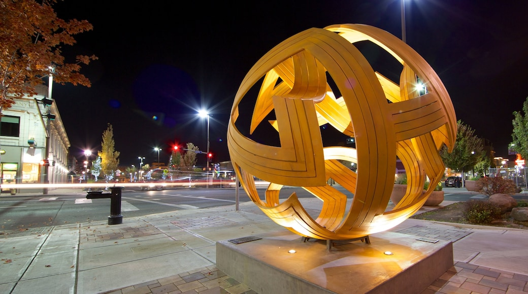 Yakima which includes a square or plaza, outdoor art and a city