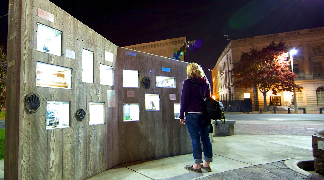 Yakima showing a city, outdoor art and night scenes