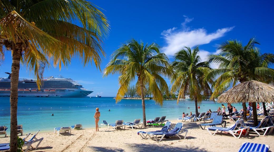 Ocho Rios mettant en vedette croisière, plage et vues littorales