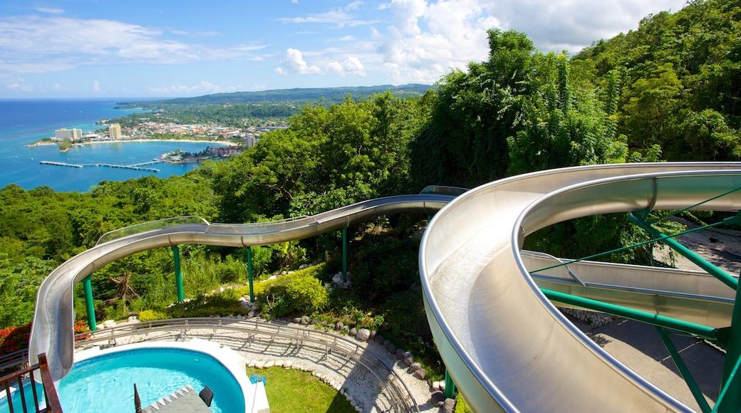 Mystic Mountain welches beinhaltet Wasserpark und Pool