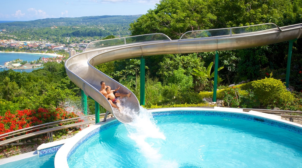 Mystic Mountain welches beinhaltet Pool und Wasserpark sowie einzelnes Kind