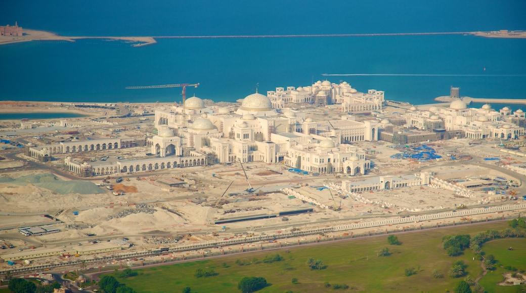 Émirat d\'Abou Dabi qui includes ville et ville côtière