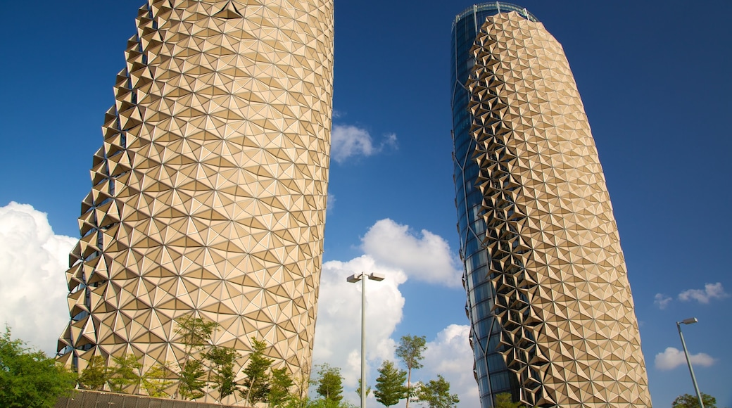 Emirato di Abu Dhabi caratteristiche di architettura moderna e casa a torre