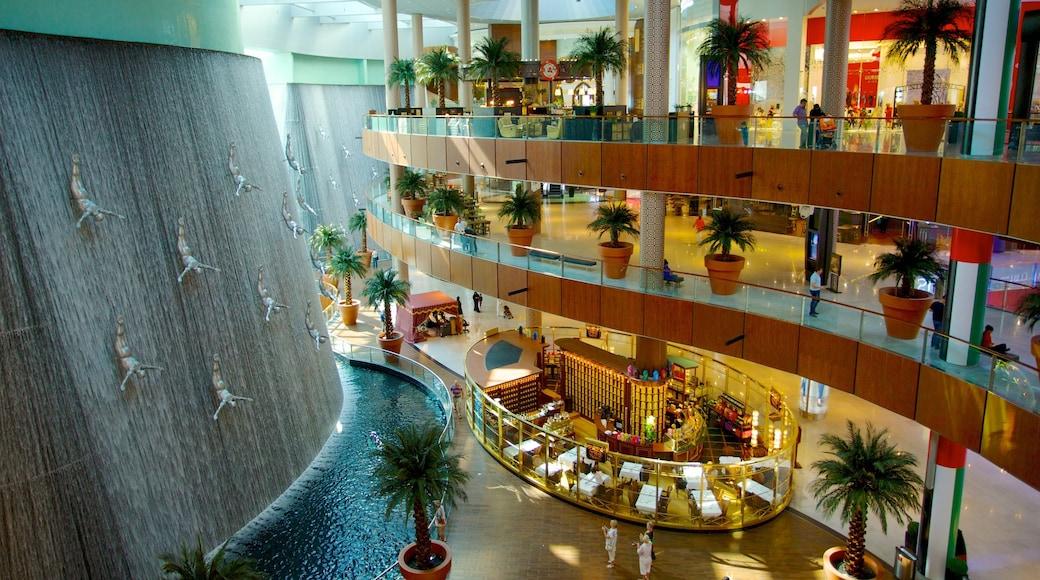 Dubai Mall toont winkelen en interieur