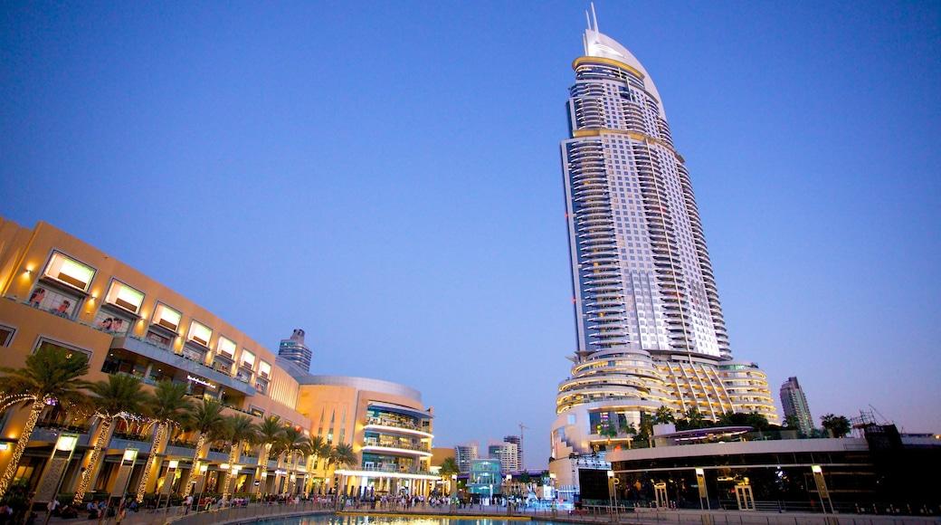 Burj Khalifa montrant architecture moderne, quartier d\'affaires et ville