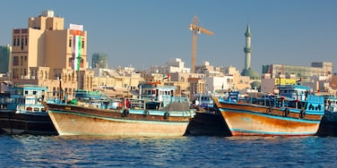 Dubai Creek showing a bay or harbour, a coastal town and boating