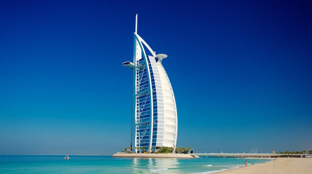 Souk Madinat das einen Wolkenkratzer, Strand und Skyline