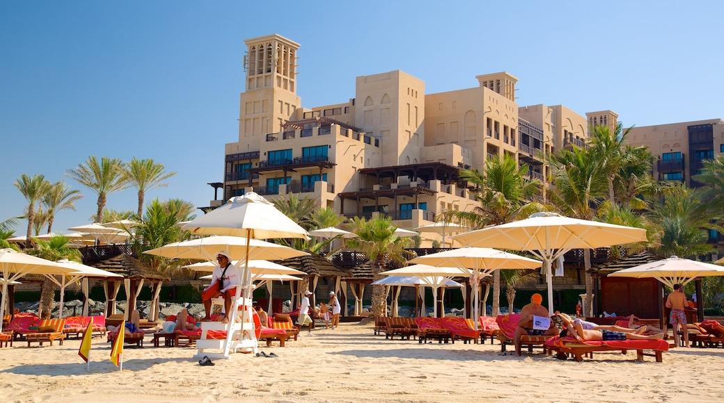 Souk Madinat mit einem Strand, tropische Szenerien und Luxushotel oder Resort