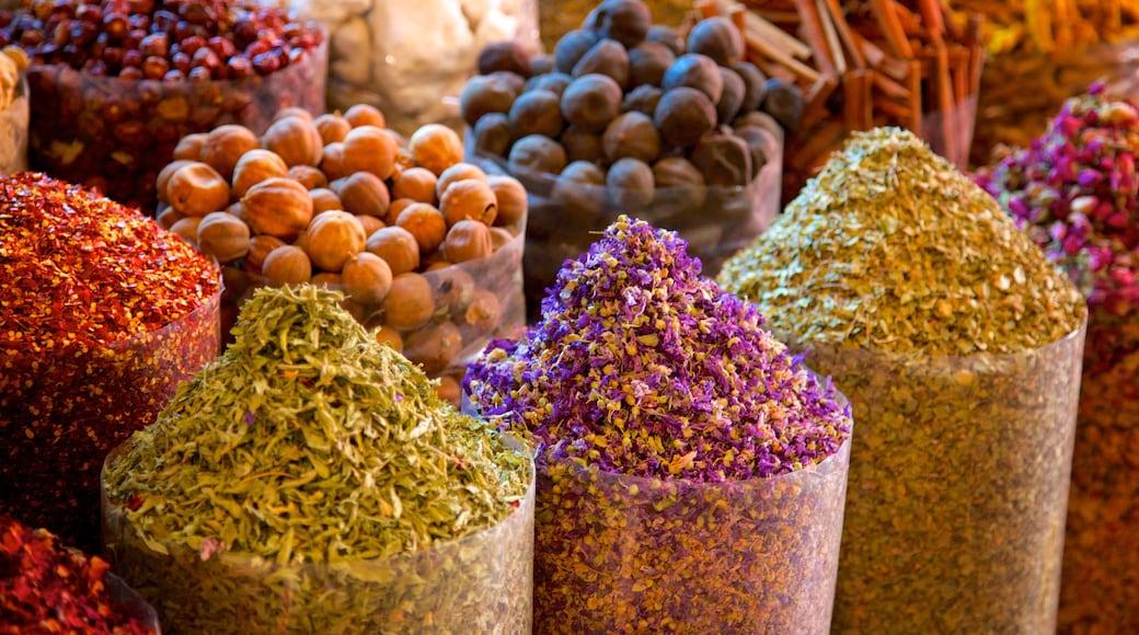 Suk delle spezie che include cibo e mercati