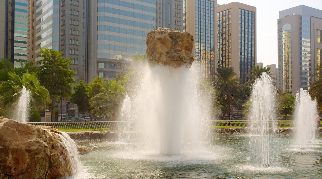 Capital Garden showing a fountain and a city