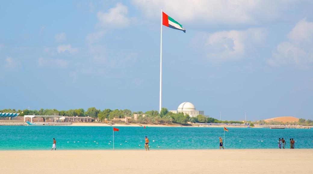 La Corniche montrant plage, vues littorales et scènes tropicales