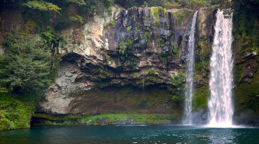 天地淵瀑布 其中包括 小瀑布