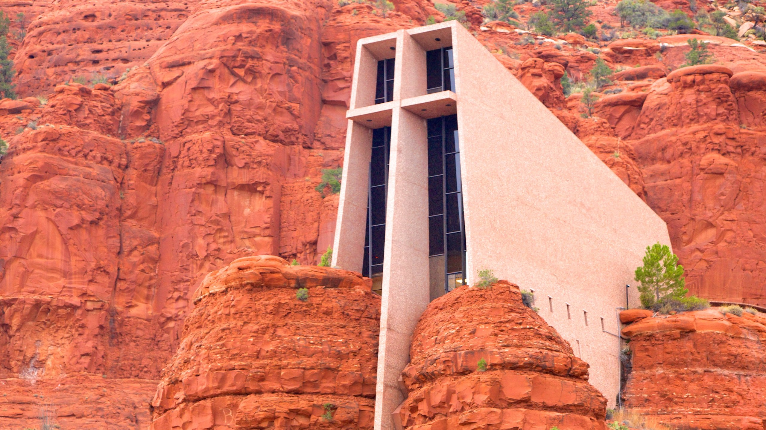 Emerging from one of Sedona's famous walls of red rock, this chapel is a spectacular sight to behold.