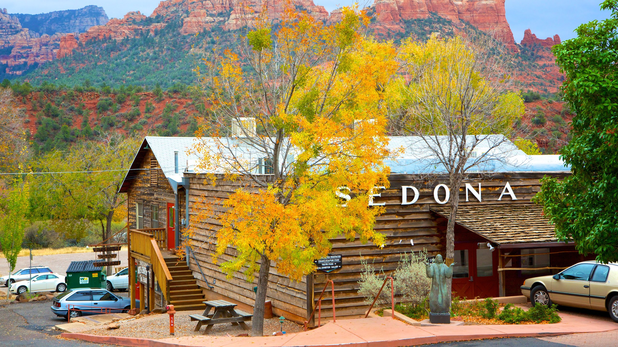 Experience Sedona's exciting arts scene through workshops, classes, exhibitions and events at this thriving hub showcasing the work of local and interstate artists.