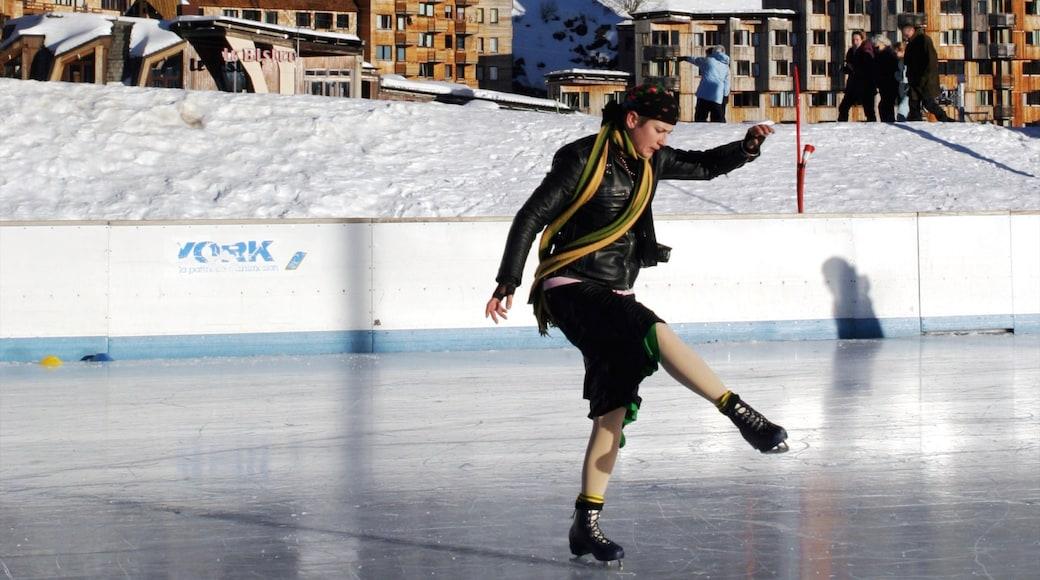Station de ski Avoriaz montrant neige, arts de la scène et patinage sur glace