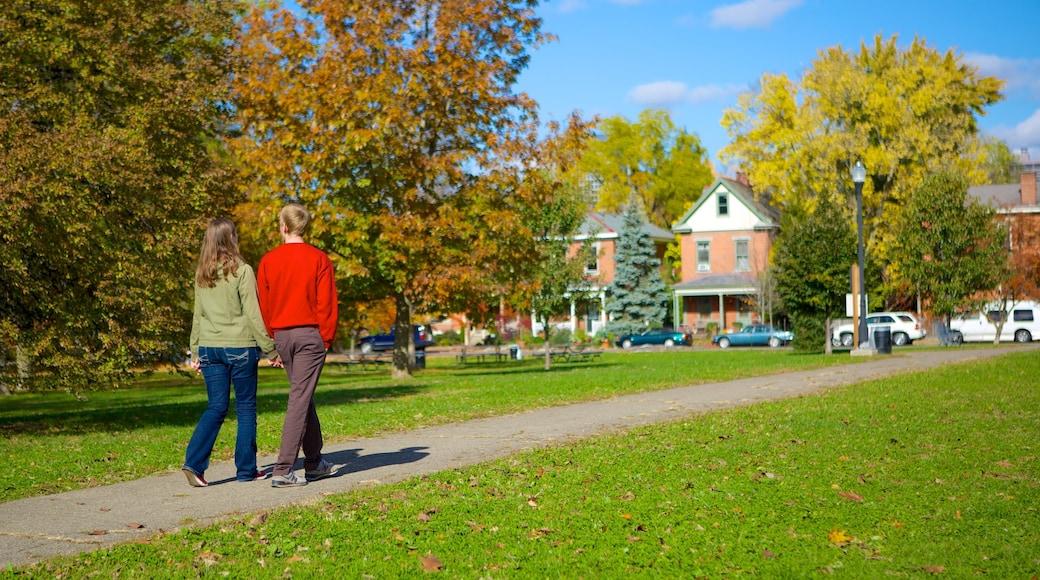 Columbus mostrando um jardim assim como um casal