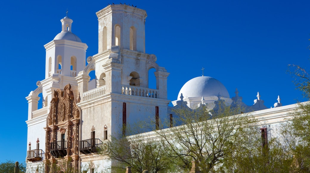 Mission San Xavier del Bac showing heritage architecture and a church or cathedral
