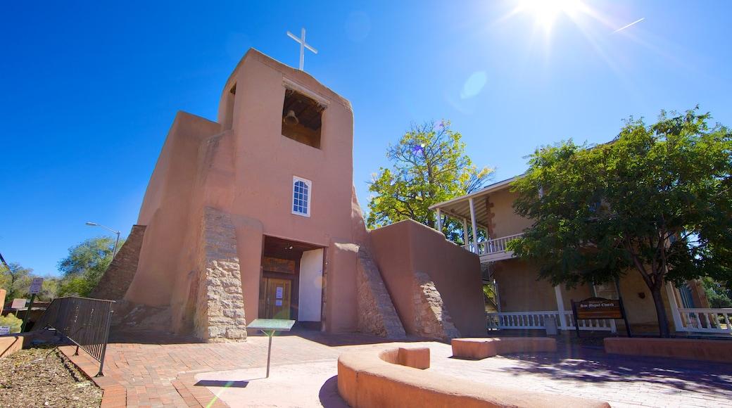 聖塔菲 呈现出 宗教方面 和 教堂或大教堂