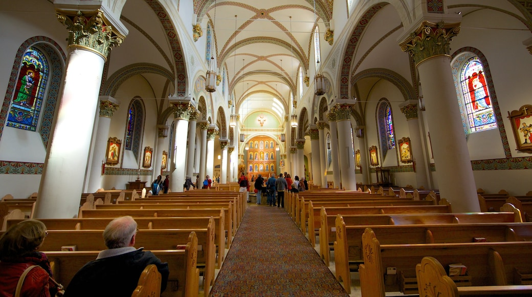 Santa Fe showing a church or cathedral, religious elements and interior views
