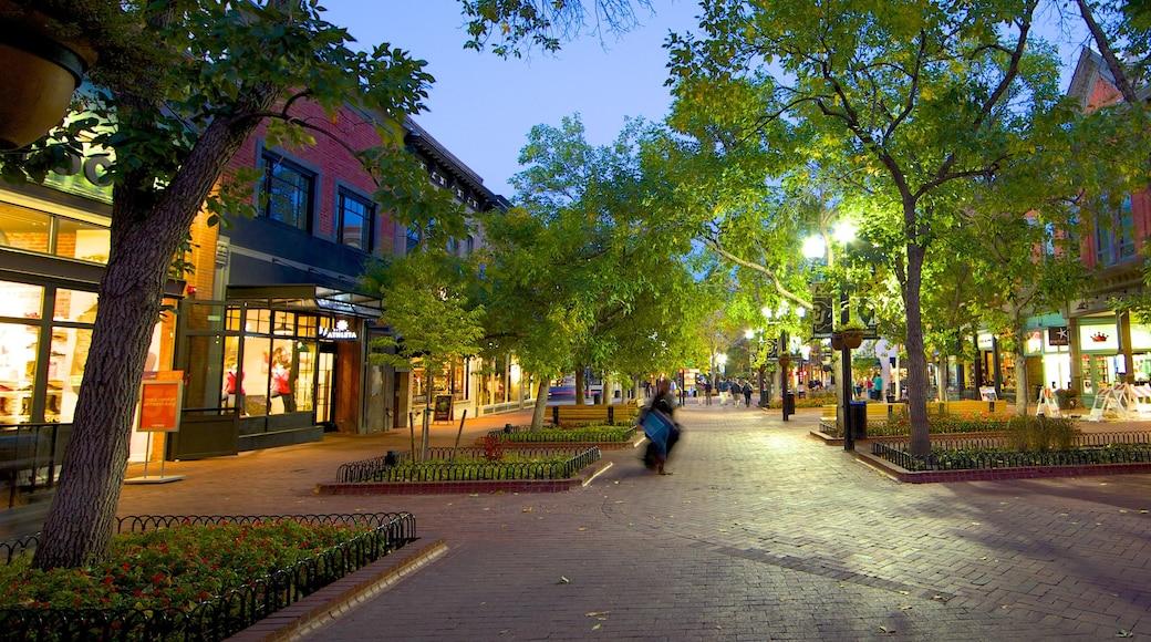 Boulder qui includes scènes de rue, petite ville ou village et scènes de nuit