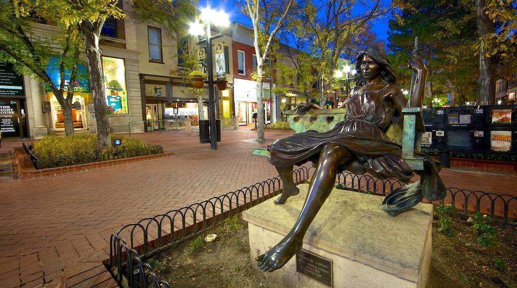 Boulder mit einem Statue oder Skulptur, Straßenszenen und bei Nacht