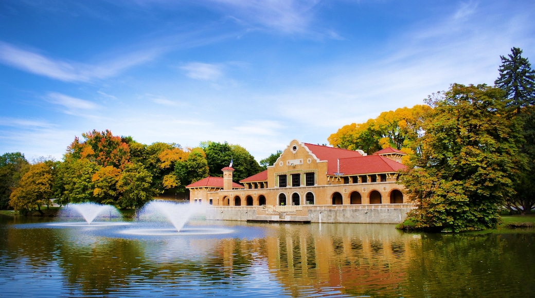 Albany featuring heritage architecture, a fountain and a lake or waterhole