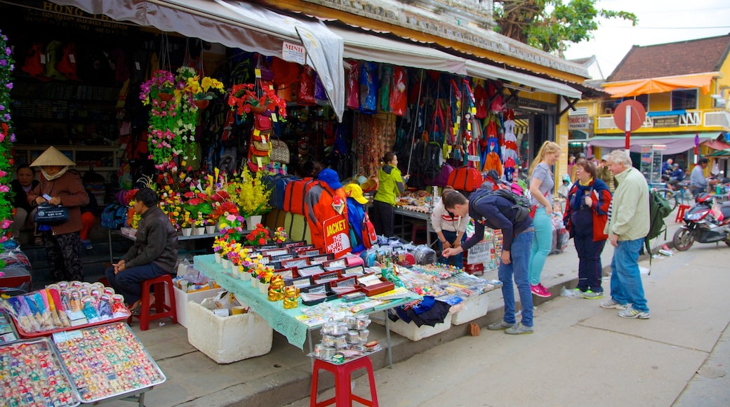 Hoi An City Centre showing markets, shopping and street scenes