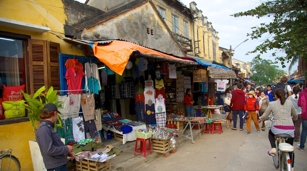 Hoi An City Centre which includes cycling, street scenes and markets