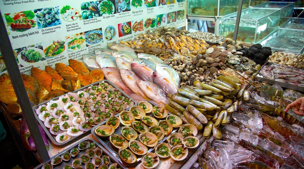 Dinh Cau featuring food and markets