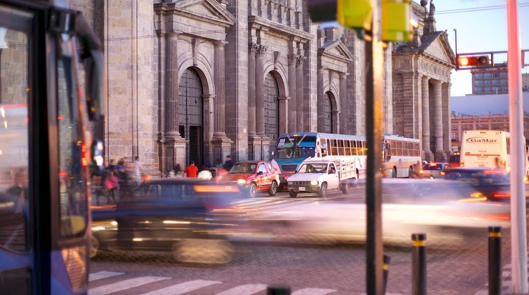 Guadalajara que incluye una ciudad y escenas urbanas