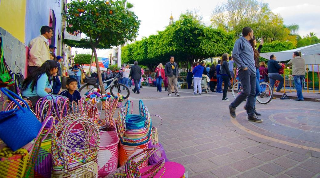El Parián mostrando una ciudad, mercados y escenas urbanas