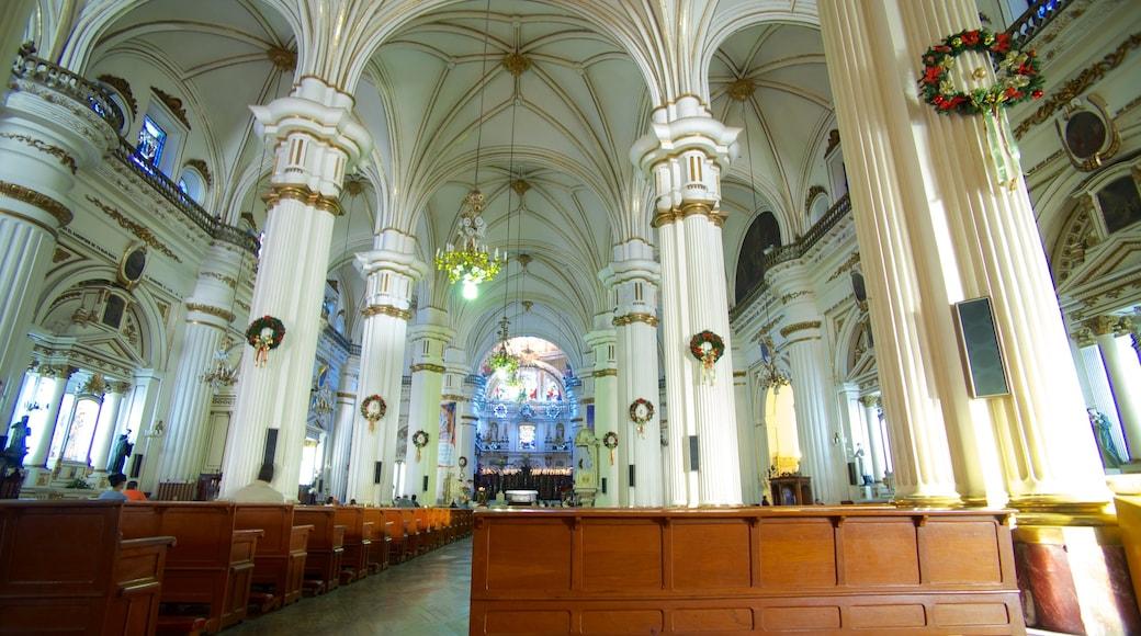 Catedral metropolitana mostrando patrimonio de arquitectura, vistas interiores y una iglesia o catedral