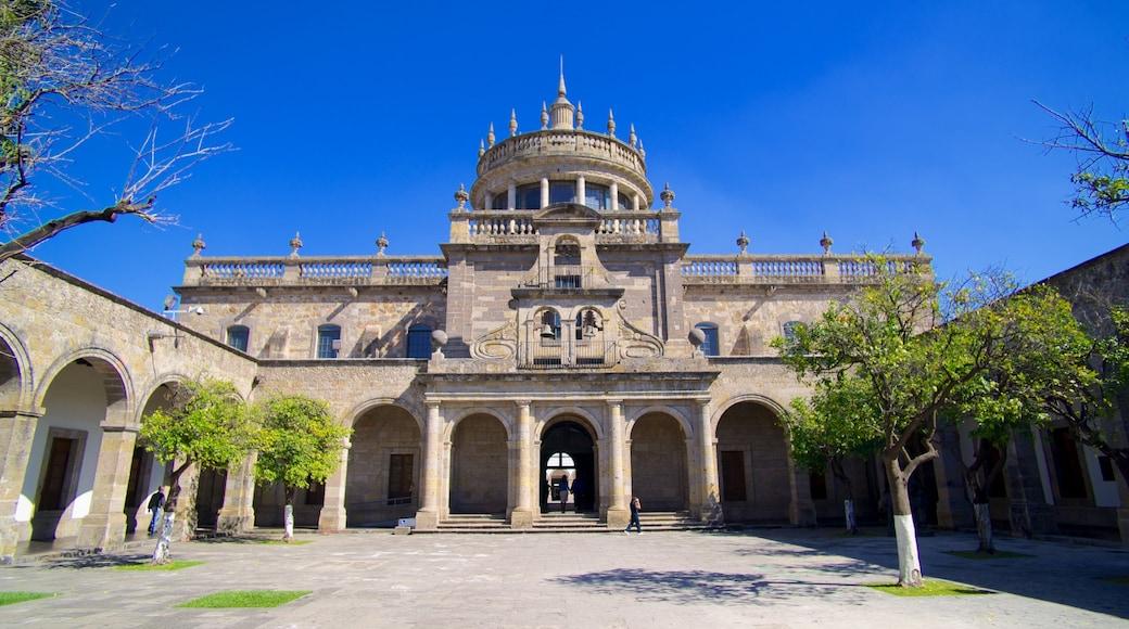 Hospicio Cabañas ofreciendo patrimonio de arquitectura y una iglesia o catedral