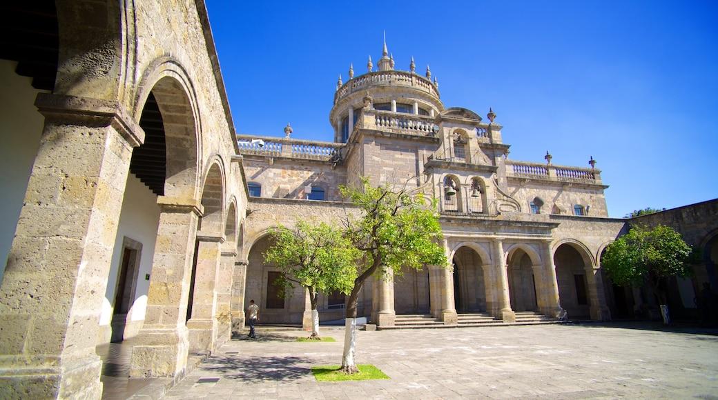 Hospicio Cabañas que incluye patrimonio de arquitectura y un castillo