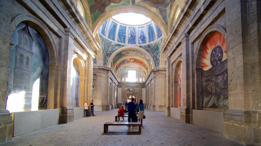 Hospicio Cabañas mostrando arte, vistas interiores y castillo o palacio