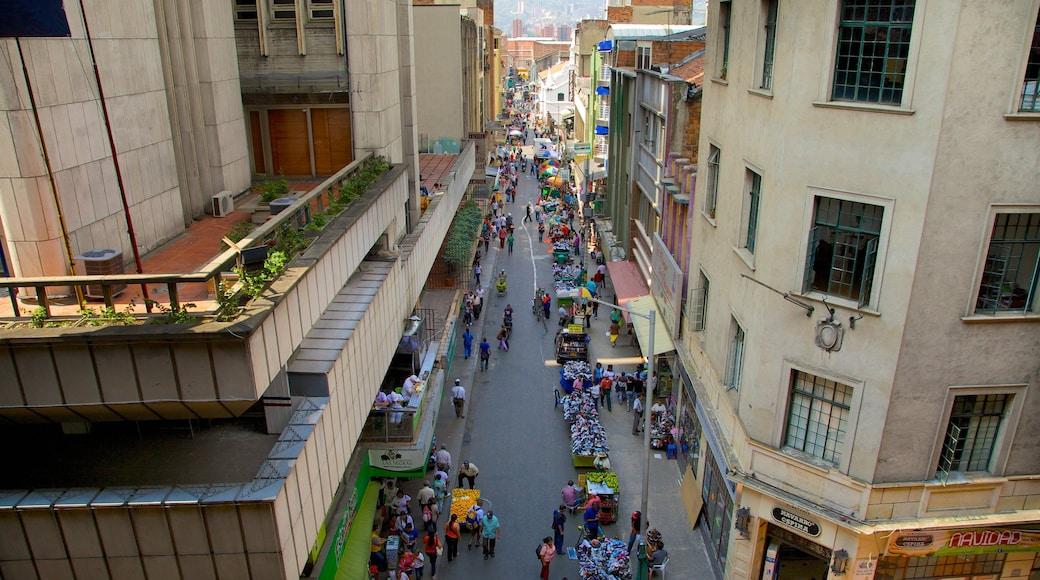 Medellín mostrando cenas de rua, uma cidade e mercados