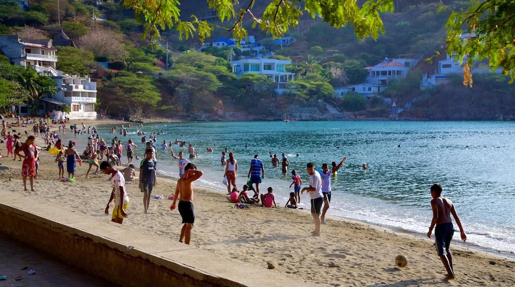 Strand von Taganga das einen Schwimmen, Küstenort und Strand