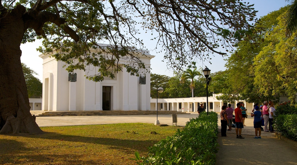 Quinta de San Pedro Alejandrino featuring a memorial as well as a small group of people