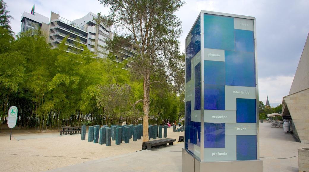 Parc Pies Descalzos montrant art en plein air et jardin