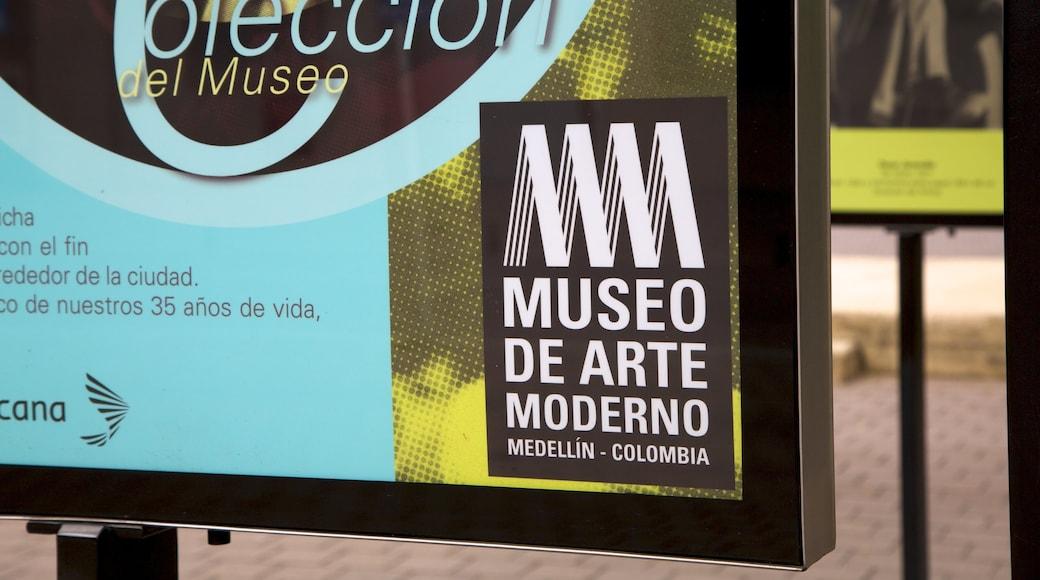 Museo de Arte Moderno de Medellín mostrando sinalização