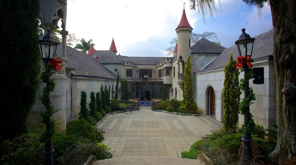 El Castillo Museum which includes a castle
