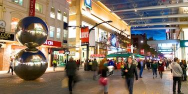 蘭道購物中心街 设有 戶外藝術, 夜景 和 夜生活