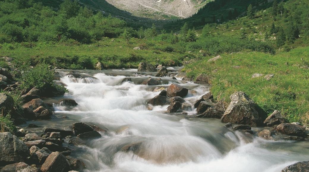 Mayrhofen welches beinhaltet ruhige Szenerie, Fluss oder Bach und Stromschnellen