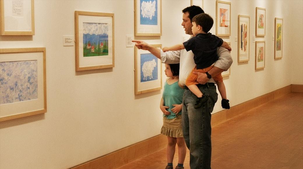 Springfield mostrando arte y vista interna y también una familia