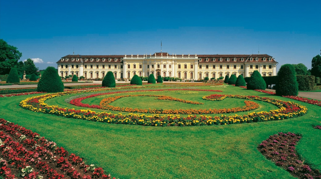 Residenzschloss Ludwigsburg das einen Blumen, Burg und Park