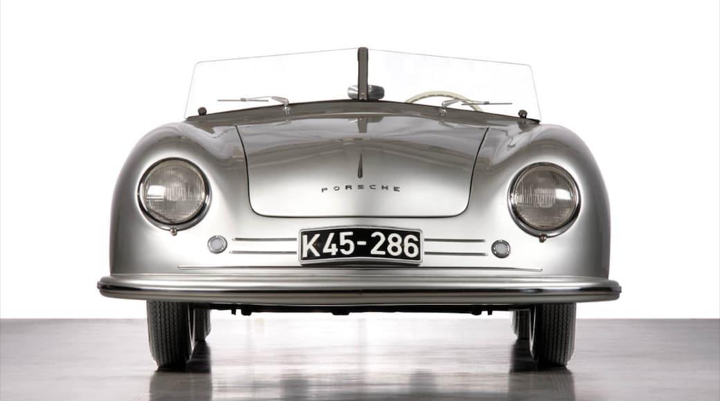 Museo de Porsche ofreciendo vistas de interior