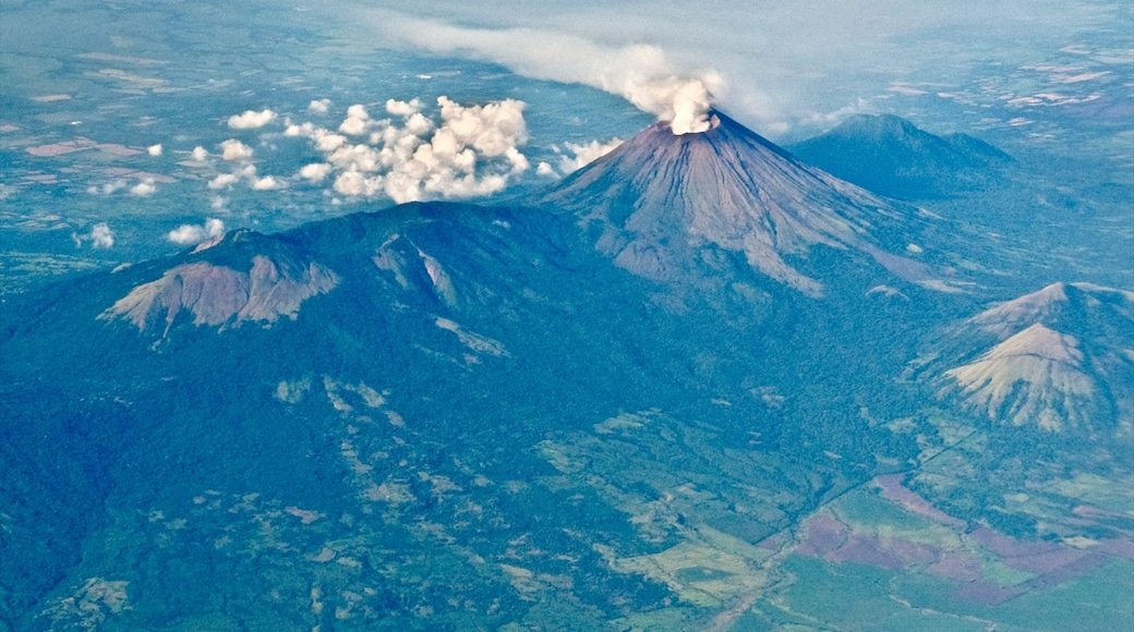 Nicaragua showing mountains and tranquil scenes