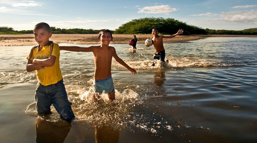 Nicaragua showing swimming and a beach as well as children